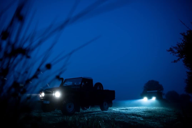 Saison d'extraction du Morta : les 2 Range Rovers dans la nuit
